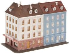 N Eckhaus mit Nebengebäude